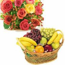 2 kg. fruits + 12 roses in a bunch