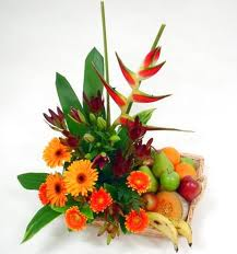 Basket of 2 kg.fruits + Bunch of 15 mixed flowers